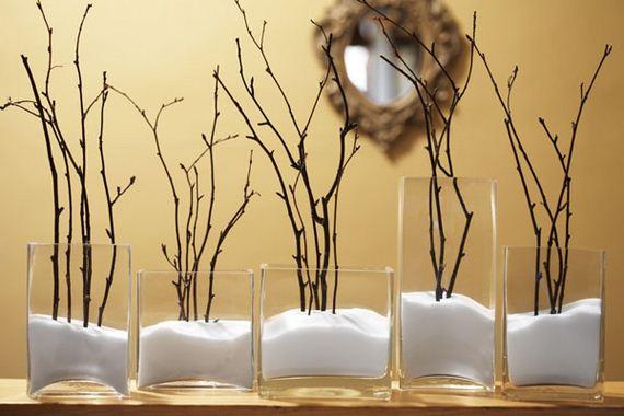 новогоднее украшение дома веточки и вазы, имитация снега