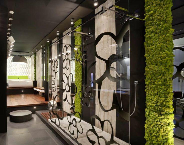 декорирование стен рестениями пример