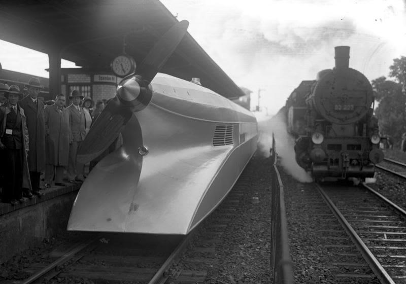 старые футуристические локомотивы