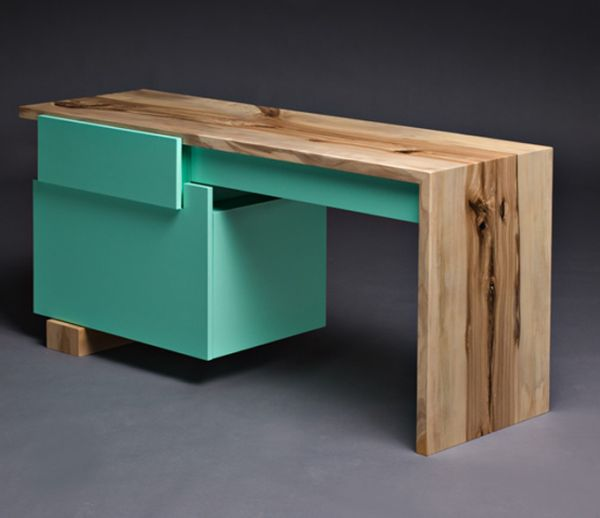яркий стол из дерева купить или сделать пример